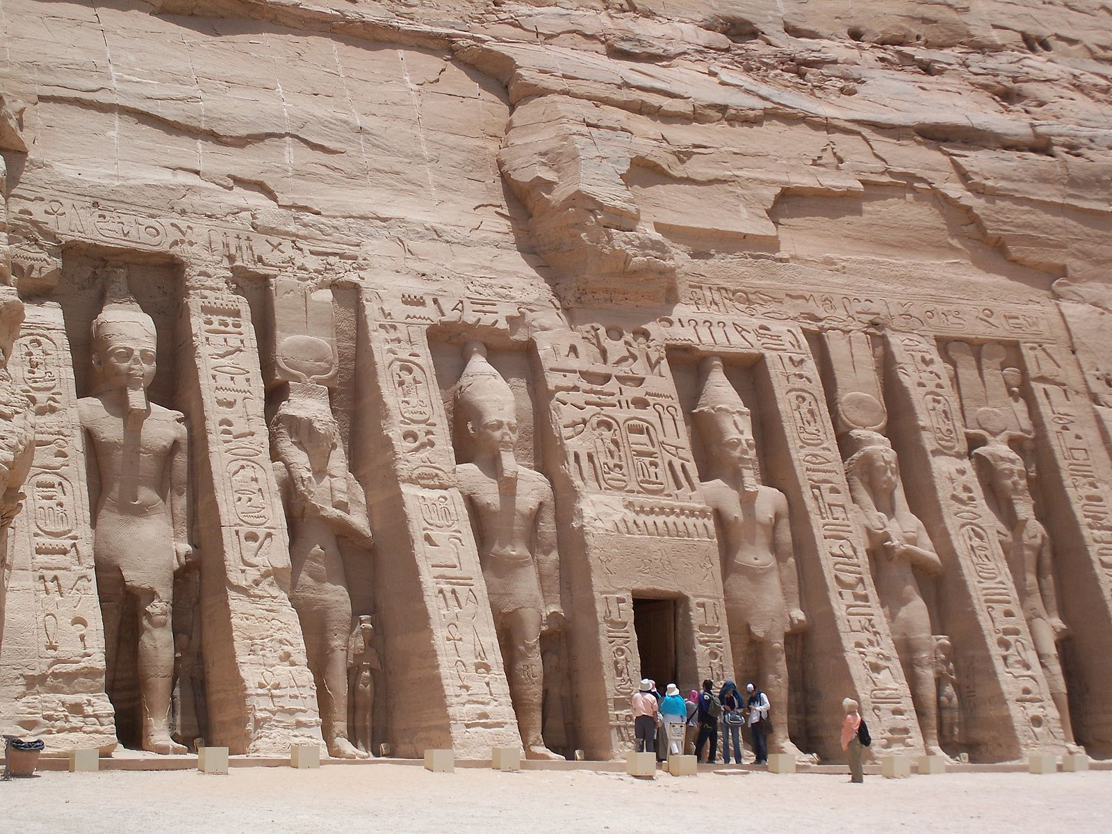 French President Begins Trip To Egypt At Abu Simbel Egypt Independent