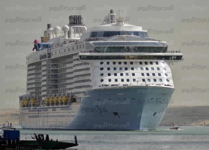 World's largest passenger ship crosses the Suez Canal - Egypt