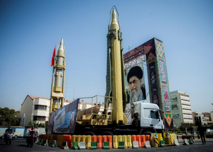 Iran warns USA bases, aircraft carriers in missile range