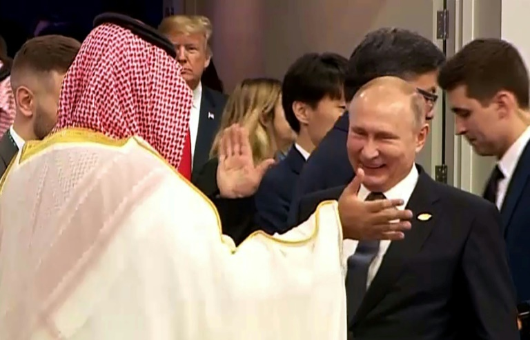 Putin and Saudi Crown Prince 'high five' at G20 photo op