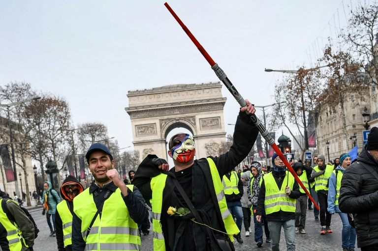 France's 'yellow vest' protesters gather on decisive weekend