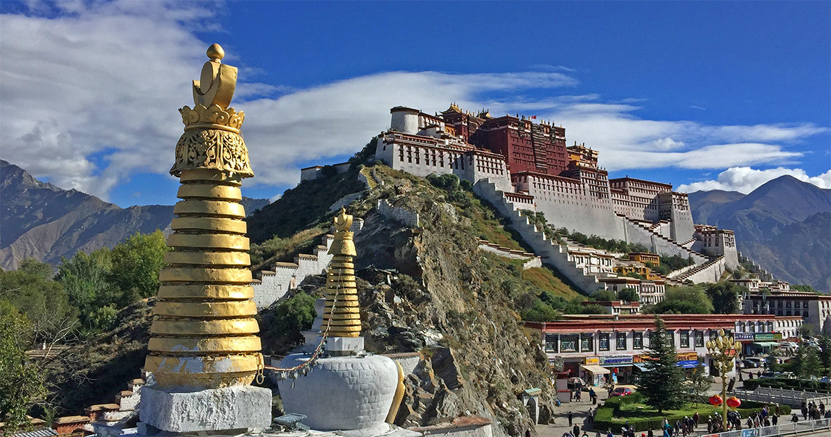 China pledges easier tourist access to Tibet