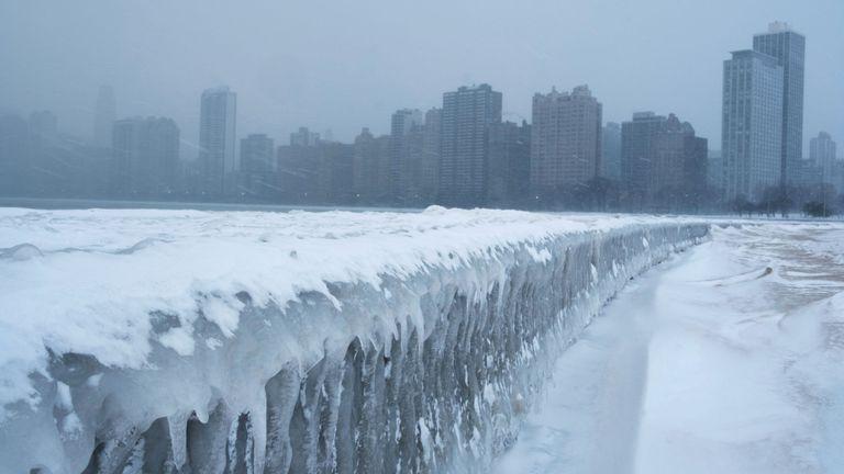 Temperature breaks record in northern IL