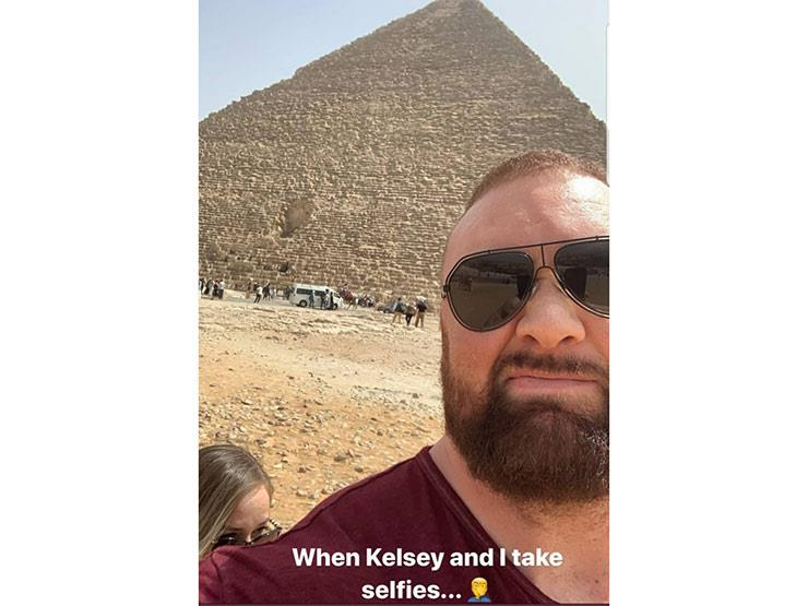 Game Of Thrones Megastar Thor Bjornsson At The Pyramids Alongside His Wife Egypt Independent