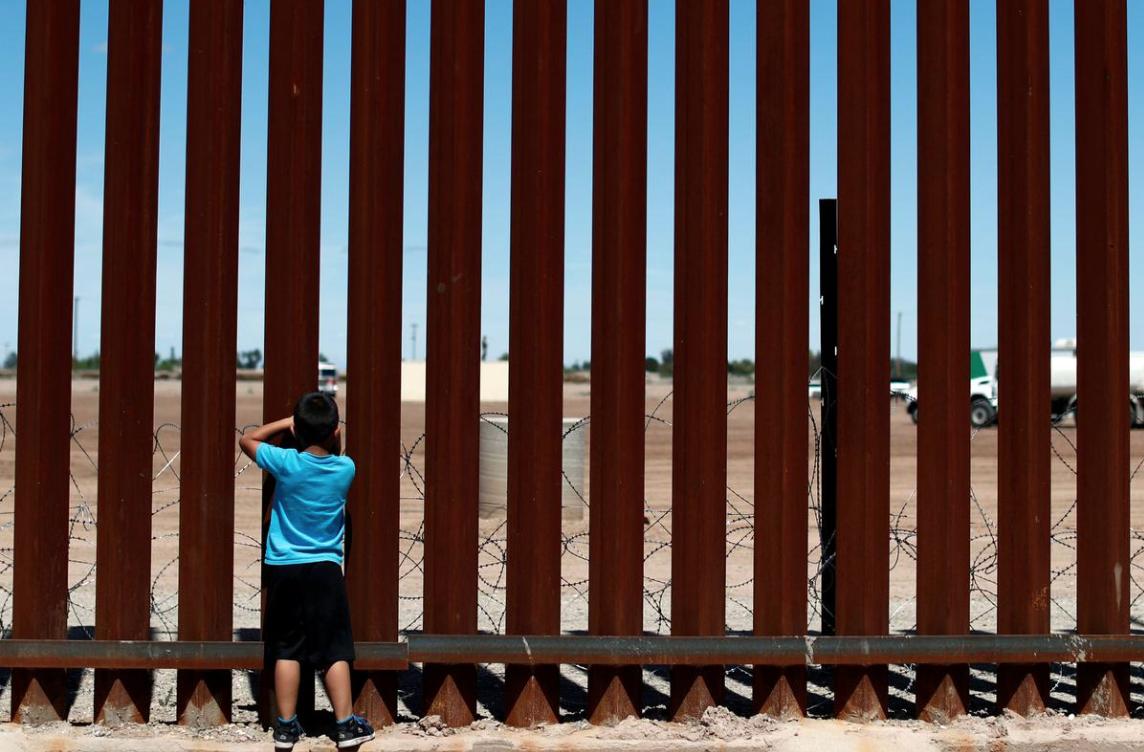 Rights group condemns U.S. 'vigilante' treatment of migrants on border