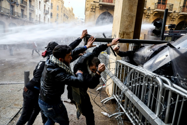 Almost 400 wounded in Lebanon clashes Saturday: rescuers