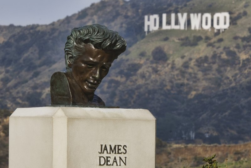 James Dean revival spurs debate on raising the digital dead