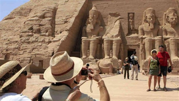 Egypt Contemplates Package Of Cuts To Prepare For Foreign Tourism S Return Egypt Independent