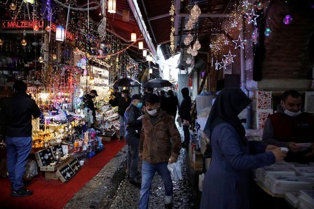 Turkey's biggest city Istanbul under lockdown