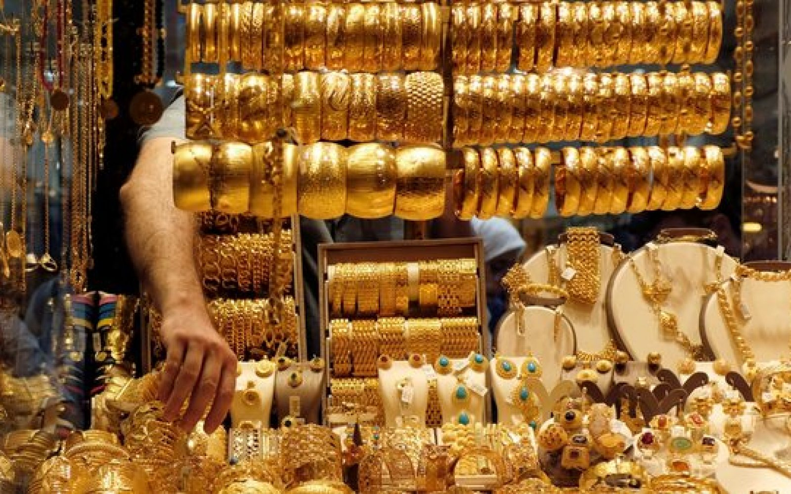 Gold prices decline by LE30 as price of an ounce falls