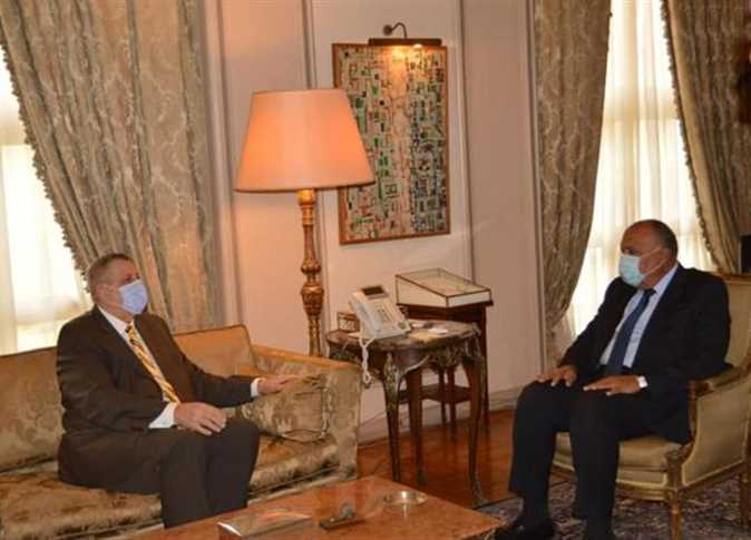 Egypt's Foreign Ministers discusses Libyan crisis with the UN envoy