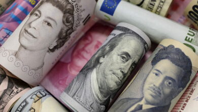 Banknotes of Euro, Hong Kong dollar, U.S. dollar, Japanese yen, GB pound and Chinese 100 yuan are seen in this picture illustration, in Beijing, China, January 21, 2016. REUTERS/Jason Lee